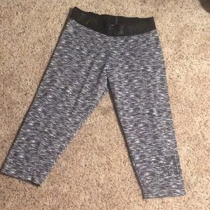 PINK Victoria's Secret Ultimate Cropped Leggings M